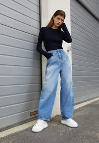 MM6 Maison Margiela - PANTS POCKETS - Relaxed fit jeans - vintage used/blue - 2