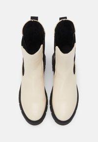 Tamaris - Vysoká obuv - ivory/black - 7