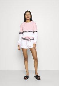 Moschino Underwear - SHORTS - Pyjamasbukse - pink - 1