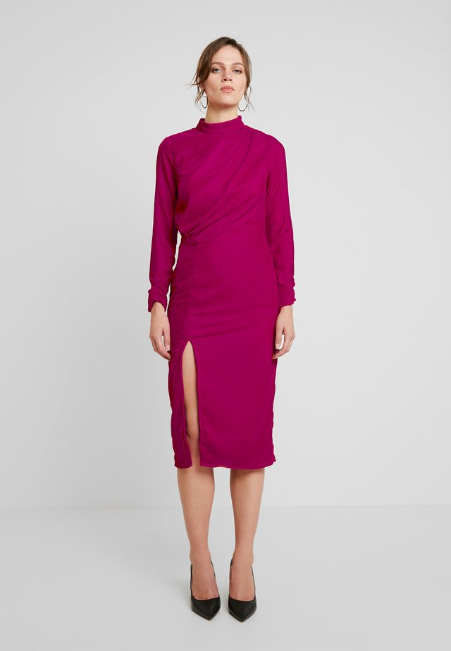 VELVET PENCIL DRESS WITH THIGH SPLIT - Robe de soirée - pink