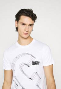 Jack & Jones - JJBOXER TEE CREW NECK - T-shirt imprimé - white - 3