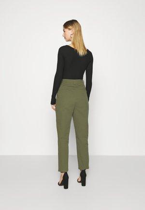 AGNESA  - Kalhoty - fir green