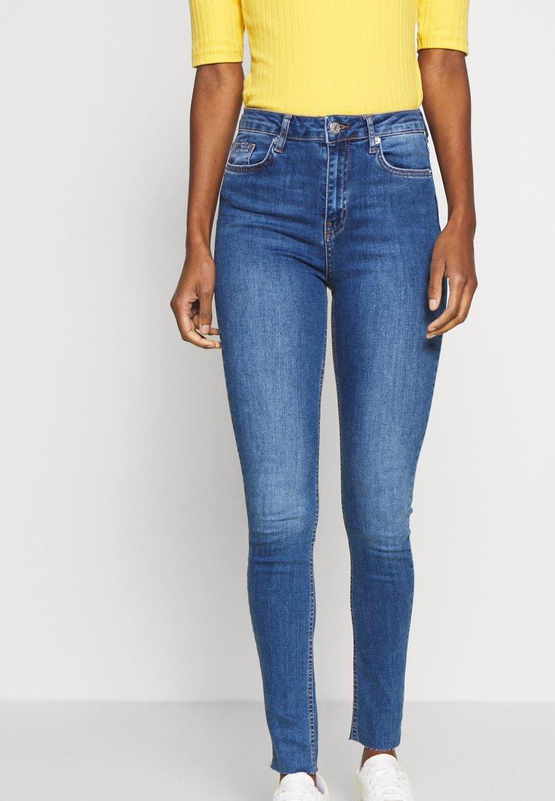 NA-KD Tall - HIGH WAIST RAW - Jeans Skinny Fit - mid blue