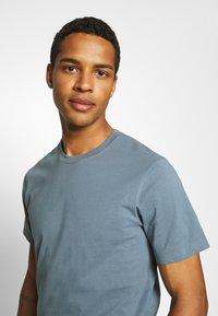 ARKET - T-shirts - turquoise - 3