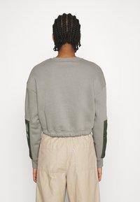 Nike Sportswear - CREW - Sweatshirt - light army/cargo khaki - 2