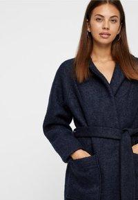 Noisy May - NMZOE  WOOLEN COAT - Klasyczny płaszcz - dark blue - 3