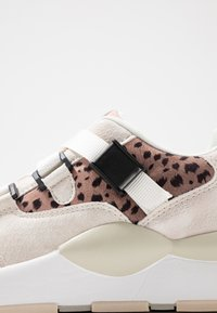mtng - MAXI - Sneakers - silver/nude - 2