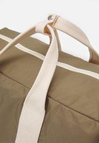 anello - BOSTON BAG UNISEX - Sports bag - grey/beige - 3