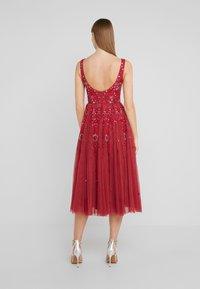 Needle & Thread - SNOWFLAKE PROM DRESS - Koktejlové šaty/ šaty na párty - cherry red - 2