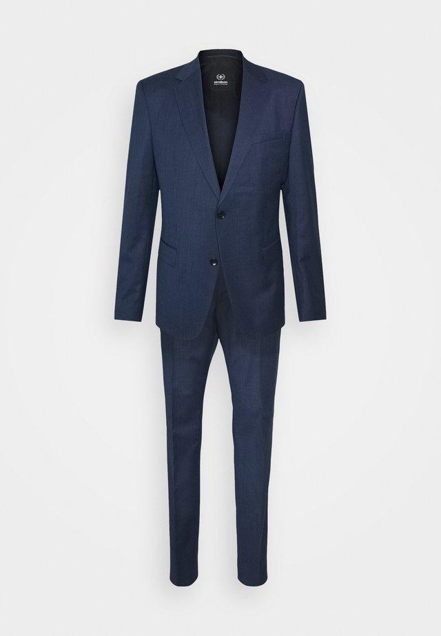AIDAN MAX  - Costume - blue