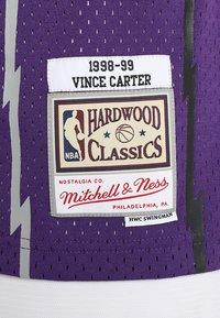 Mitchell & Ness - TORONTO RAPTORS VINCE CARTER ROAD - Débardeur - purple - 5