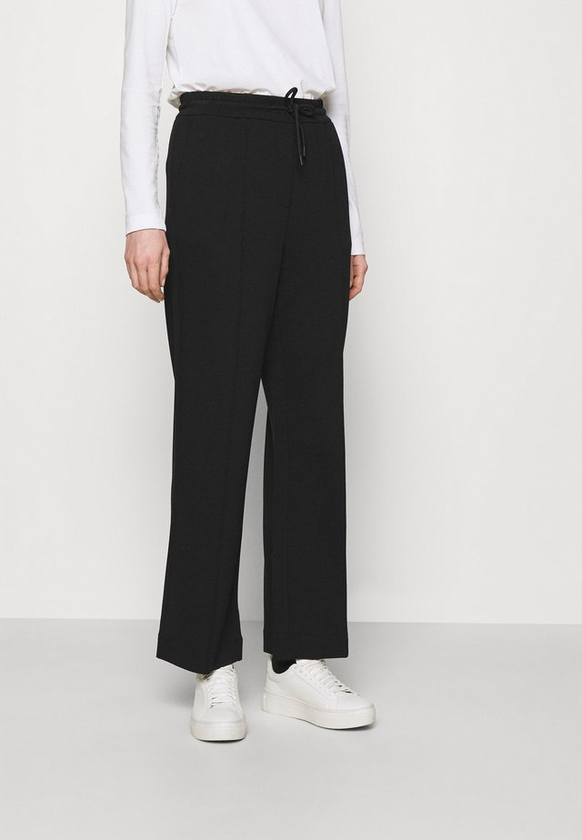 THE WIDE LEG PANTS - Pantalon de survêtement - black