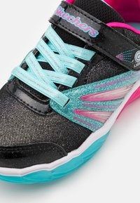 Skechers - FUSION FLASH - Trainers - black/turquoise/neon pink - 5