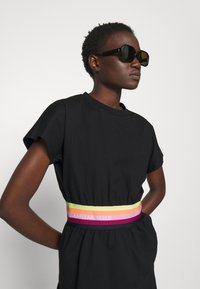 KARL LAGERFELD - RIB INSERT  - T-shirt imprimé - black - 3