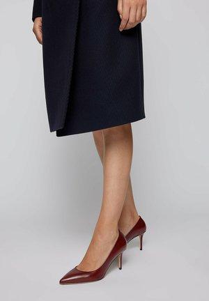 EDDIE - Classic heels - dark red