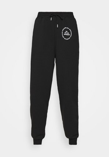 JOGGER WITH GRAPHIC