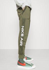 Nike Sportswear - AIR - Pantalon de survêtement - medium olive/cargo khaki/white - 3