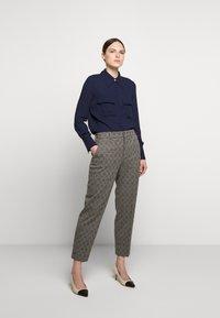 DRYKORN - SEARCH - Kalhoty - grau - 1