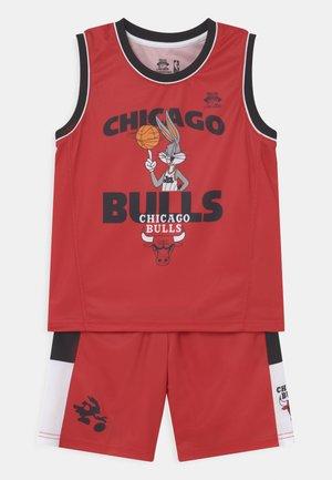 SPACE JAM NBA CHICAGO BULLS TEAM ZONE DEFENSE SET UNISEX - Pelipaita - red