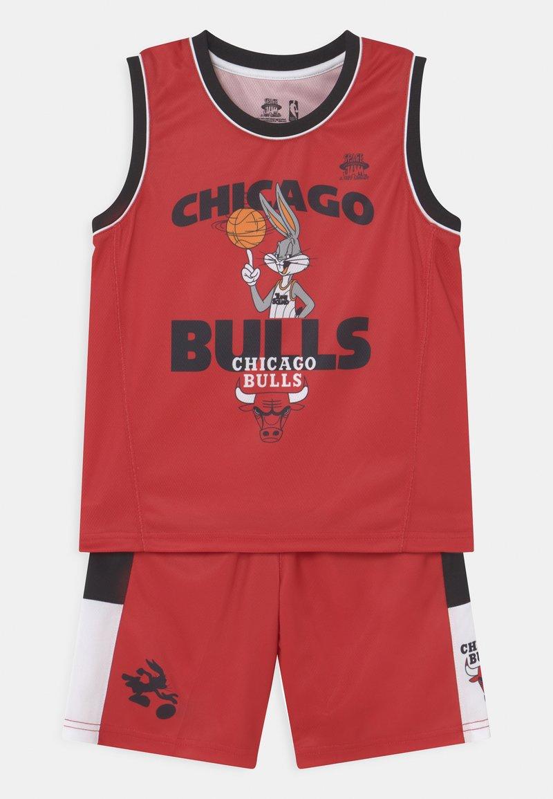 Outerstuff - SPACE JAM NBA CHICAGO BULLS TEAM ZONE DEFENSE SET UNISEX - Pelipaita - red