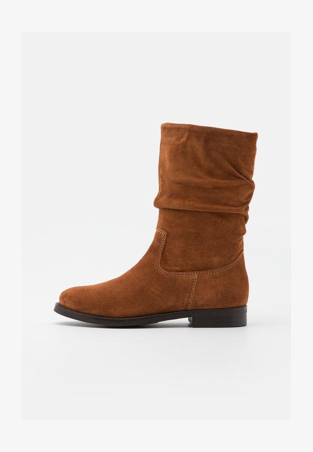 GIGI - Vysoká obuv - cognac