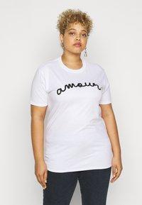 Missguided Plus - AMOUR GRAPHIC SLOGAN - Print T-shirt - white - 0