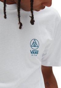Vans - MN THREE POINTS SS - Print T-shirt - white - 2