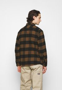 Dickies - NEW SACRAMENTO - Camicia - brown duck - 2