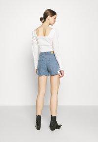 Vero Moda - VMNINETEEN CROCHET - Shorts di jeans - light blue denim - 2
