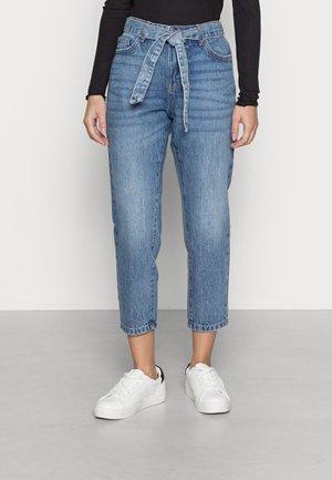 ONLTONNI LIFE BOYFRIEND - Jeans straight leg - medium blue denim