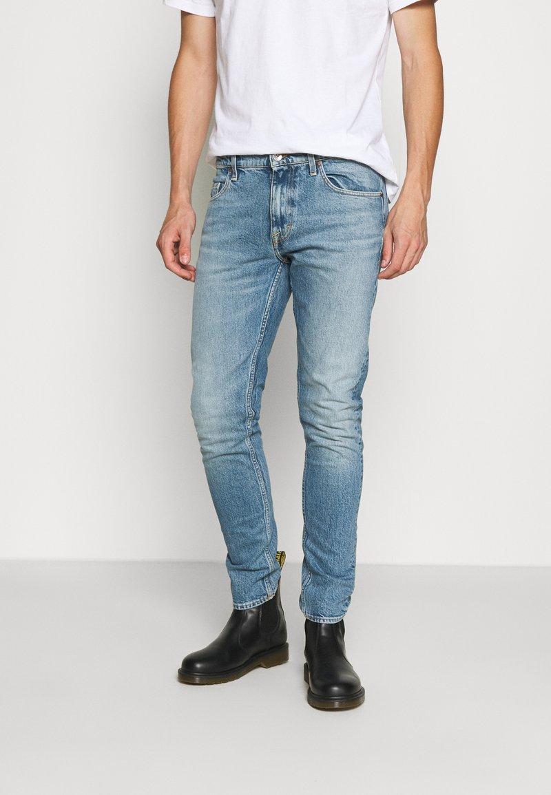 Tiger of Sweden Jeans - PISTOLERO - Jeans straight leg - light blue
