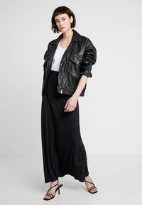 Zalando Essentials - Maxi skirt - black - 1