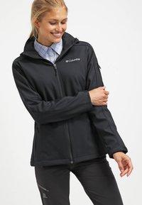 Columbia - CASCADE RIDGE - Soft shell jacket - black - 0