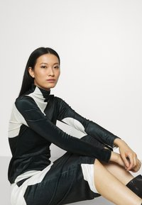 Who What Wear - MOCK NECK - Long sleeved top - black/white - 4