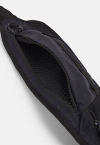 Oakley - BELT BAG UNISEX - Bum bag - blackout - 2