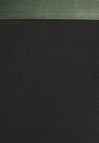 Pier One - 3 PACK - Pants - black/khaki - 5
