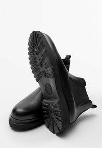 Massimo Dutti - Classic ankle boots - black - 5