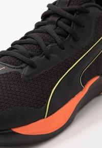 Puma - SOFTRIDE RIFT TECH - Hardloopschoenen neutraal - black/ultra orange - 5