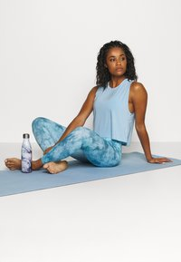 Onzie - TEMPO TANK - Topper - light blue - 1