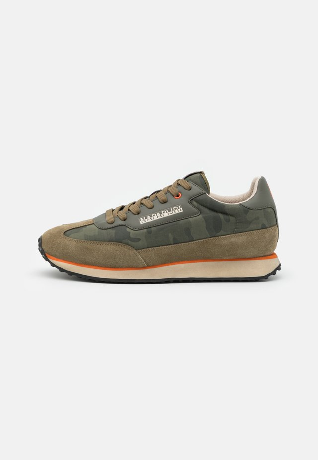 Sneakers - new olive green