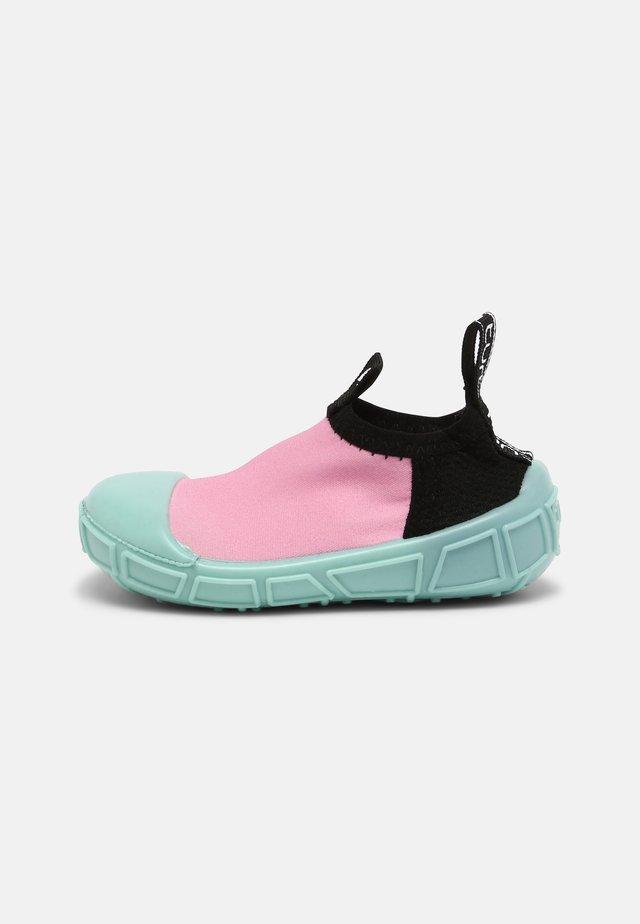 AQUA SHOE - Slip-ons - pink