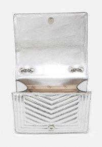 Guess - LIDA CONVERTIBLE XBODY FLAP - Handbag - silver-coloured - 2