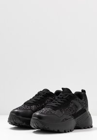 Simply Be - WIDE FIT TAYLOR CHUNKY SOLE TRAINERS - Joggesko - black - 4