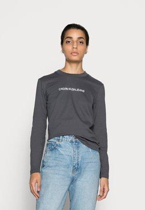 SHRUNKEN INSTITUTIONAL TEE - T-shirt à manches longues - gray pinstripe