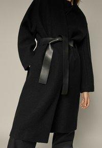 Massimo Dutti - Klasyczny płaszcz - black - 2