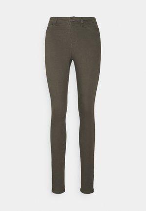 VMHOTSEVEN ZIP PANTS - Trousers - beluga