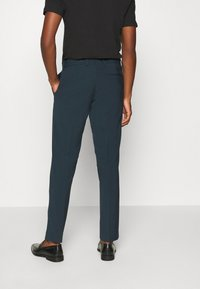 Isaac Dewhirst - PLAIN SUIT - Completo - teal - 5