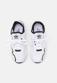 adidas Originals - SWIFT RUN X UNISEX - Sneakers - footwear white/core black - 3