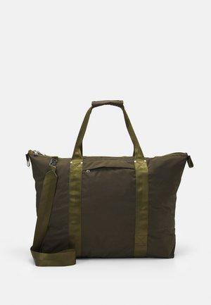 UNISEX - Weekend bag - green