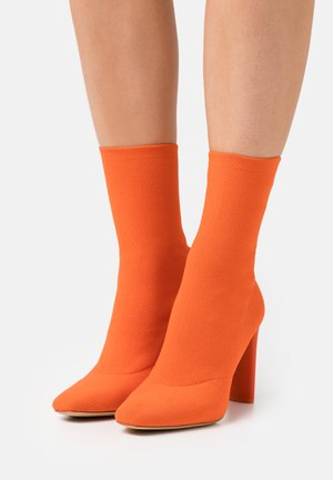 DELYLAH - Kotníkové boty - red